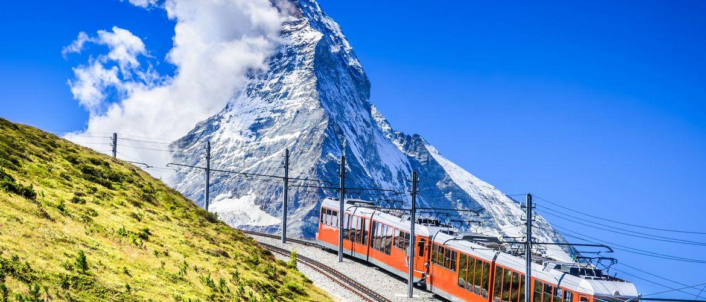 Gornergrat Bahn und Matterhorn iStock 525974856