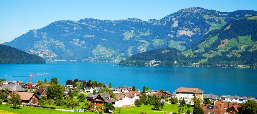 Seinen Namen hat der Vierwaldstättersee von den vier hier angrenzenden Waldstätten: den Kantonen Uri, Unterwalden, Schwyz und Luzern. Im Mittelalter bevorzugte man die Bezeichnung Luzerner See.
